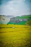 Lato krajobraz z górami stać out przeciw linii horyzontu Obraz Stock