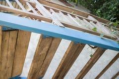 Lato minimo della casa con la scala alta di legno Fotografia Stock