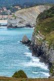 Lato oceanu zatoki linii brzegowej widok blisko Gorliz miasteczka (Hiszpania) Fotografia Stock