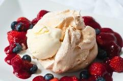 Lato owoc lody i pavlova Fotografia Stock