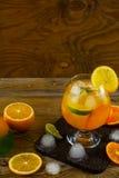 Lato owocowy koktajl na drewnianym stole, kopii przestrzeń Obrazy Stock