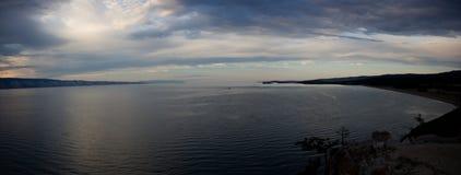 Lato półmrok na Baikal jeziorze obrazy stock