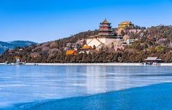Lato pałac w zimie obrazy stock