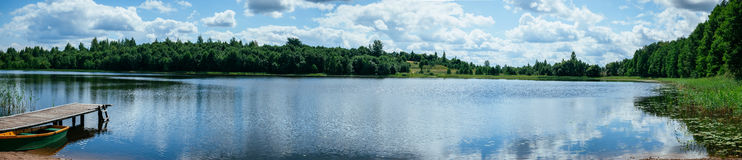 Lato panoramy jeziorny krajobraz zdjęcia stock