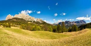 Lato panoramy krajobrazowe góry dolomity Włochy Błękitny niebo Fotografia Stock