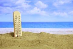 Lato piaskowata plaża - temrerature Zdjęcie Stock