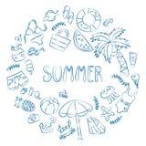 Lato Pisać list i różnorodni lato elementy rysuje ręki Karta w doodle i kreskówki stylu ilustracji