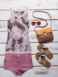 Lato plaży odzież dla młodej dziewczyny zdjęcia royalty free