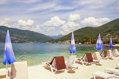 Lato plaży wakacje Zatoka Kotor, Tivat, Montenegro Zdjęcia Royalty Free
