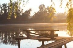 Lato pogodny ranek na stawie w wiosce Zdjęcia Royalty Free