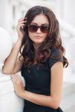 Lato portret piękna kobieta w mieście Obraz Royalty Free