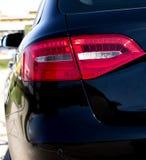 Lato posteriore dell'automobile nera fotografia stock