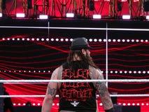 Lato posteriore della lotta Bray Wyatt di WWE come sta in anello per la stuoia Fotografie Stock