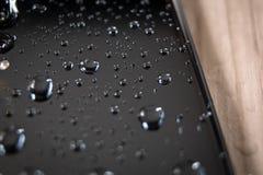 Lato posteriore dello smartphone impermeabile coperto fotografia stock