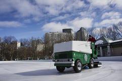 Zamboni che pulisce il ghiaccio 3 Fotografia Stock