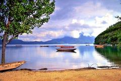 Lato ranek, spokojny jezioro Obrazy Stock