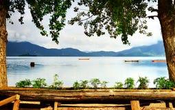 Lato ranek, spokojny jezioro Obrazy Royalty Free