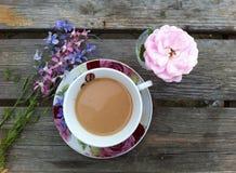 Lato ranku kawa w na wolnym powietrzu fotografia royalty free