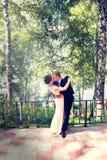Lato romantyczny ślub w Provence stylu w lesie na zielonej trawie, Obraz Royalty Free