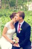 Lato romantyczny ślub w Provence stylu w lesie na zielonej trawie, Zdjęcia Stock