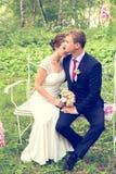 Lato romantyczny ślub w Provence stylu w lesie na zielonej trawie, Zdjęcie Stock