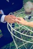 Lato romantyczny ślub w Provence stylu w lesie na zielonej trawie, Fotografia Royalty Free
