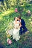 Lato romantyczny ślub w Provence stylu w lesie na zielonej trawie, Zdjęcie Royalty Free