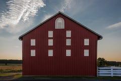 Lato rosso del granaio della Pensilvania al tramonto Immagine Stock Libera da Diritti