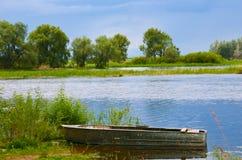 Lato rzeczna stara łódkowata natura Zdjęcie Stock