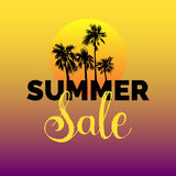 Lato sprzedaży literowania wektoru tło Sezon dyskontowa ilustracja Specjalnej oferty plakat z ręki rysować palmami Fotografia Royalty Free