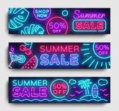 Lato sprzedaży sztandaru Neonowy inkasowy horyzontalny wektor Reklamowy sztandar w nowożytnym trendu projekcie, neonowy styl, jas ilustracji