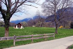 Lato svizzero del paese della montagna Fotografie Stock Libere da Diritti