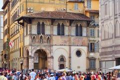Lato tłumy przy Pazzi kaplicą, Florencja, ItalyFlorence, Tuscany, Włochy zdjęcie stock