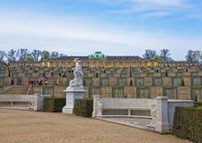 Lato taras w Sanssouci parku w Potsdam i pałac fotografia stock
