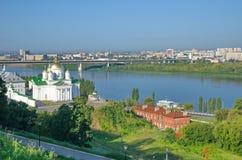 Lato widok kościół Moskwa metropolita Alexy w Nizhny Novgorod i Oko rzece, Rosja fotografia stock
