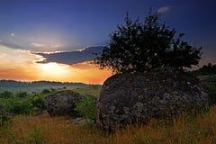 Lato wschód słońca nad doliną granitowa grań Zdjęcia Royalty Free