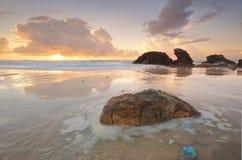 Lato wschód słońca przy latarni morskiej plaży portem Macquarie Fotografia Stock
