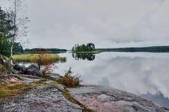 Lato, wyspa na jeziorze w parkowym Monrepo Obrazy Stock