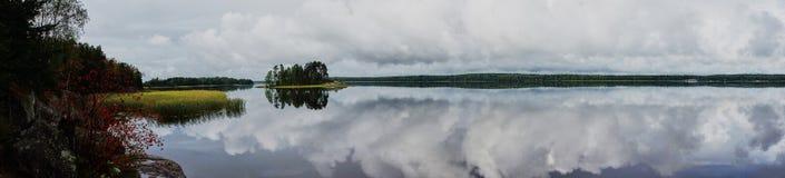 Lato, wyspa na jeziorze w parkowym Monrepo Obrazy Royalty Free