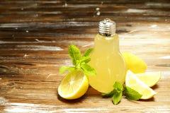 Lato zdrowi non alkoholiczni koktajle, cytrusy natchnący woda napoje, lemoniady z wapno cytryną lub pomarańcze, diety detox napoj zdjęcia royalty free