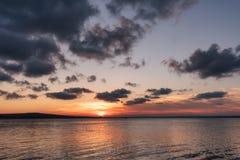 Lato zmierzch przy Vaya jeziorem, Burgas miasto, Bułgaria Zdjęcie Stock