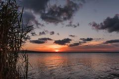 Lato zmierzch przy Vaya jeziorem, Burgas miasto, Bułgaria Obrazy Royalty Free