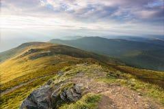 Lato zmierzchu krajobraz w Karpackich górach zdjęcie royalty free