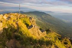 Lato zmierzchu krajobraz w Karpackich górach obrazy royalty free