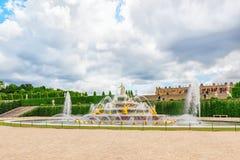 Latona喷泉水池,在宫殿对面o的主楼 库存照片