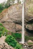 Latourell faller vattenfallet längs den Columbia River klyftan royaltyfria bilder