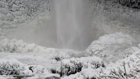 Latourelldalingen van Diepvries tijdens Wintertijdclose-up 1080p stock videobeelden