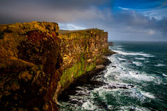 Latrabjarg de surpresa em Islândia Fotos de Stock Royalty Free