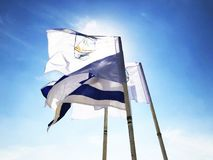 LATRUN, ISRAEL-MARCH 13日2018年:旗子在纪念站点和装甲的军团博物馆在Latrun,以色列 图库摄影