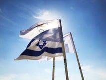 LATRUN, ISRAEL 13. MÄRZ 2018: Flaggen im Erinnerungsstandort und im gepanzerten Korps-Museum in Latrun, Israel Lizenzfreie Stockfotos